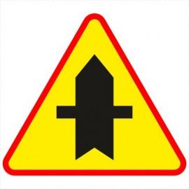 Znak drogowy A-6a Skrzyżowanie z drogą podporządkowaną występującą po obu stronach