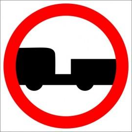 Znak drogowy B-7 zakaz wjazdu pojazdów silnikowych z przyczepą