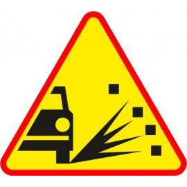 Naklejka znak ostrzegawczy A-28 Żwir i kamienie na jezdni