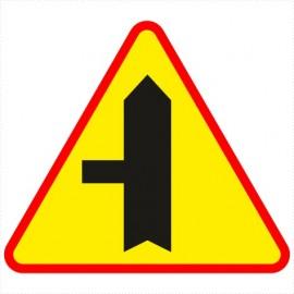 A-6c Skrzyżowanie z drogą podporządkowaną występującą po lewej stronie.