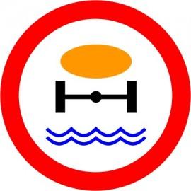Naklejka B-14 zakaz wjazdu pojazdów z materiałami, które mogą skazić wodę