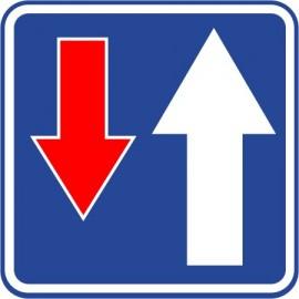 Naklejka znak informacyjny D-5 pierwszeństwo na zwężonym odcinku drogi